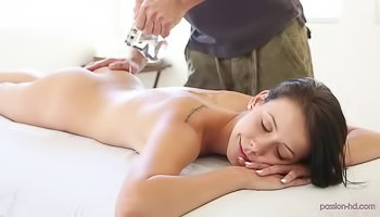 Masseur is fucking tender brunette hard