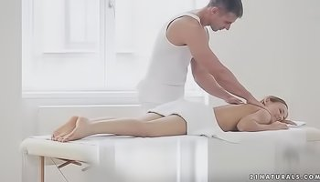 Masseur is banging a hot chick