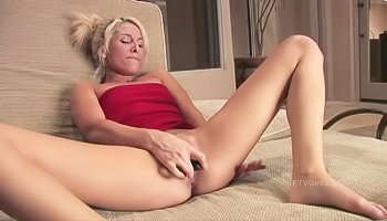 Deeply kinky blonde fucks a bottle