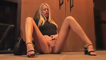 Long-legged blonde gets extremely horny