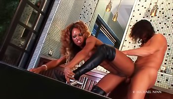 Ebony chick in black boots gets fucked