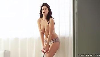 Lovely babe is fingering her juicy twat