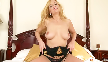 Ravishing solo slut fingering herself