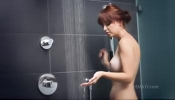 Watch the model taking shower alone