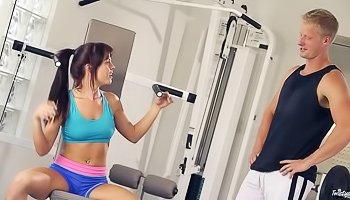 Gym buddies getting their sweat on