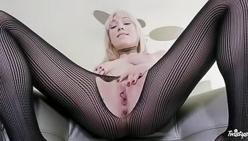 Pantyhose-wearing hoe rubs her puss